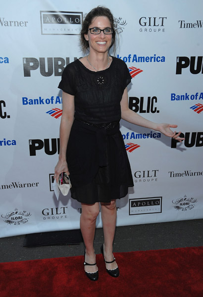 Amanda Peet Glasses image