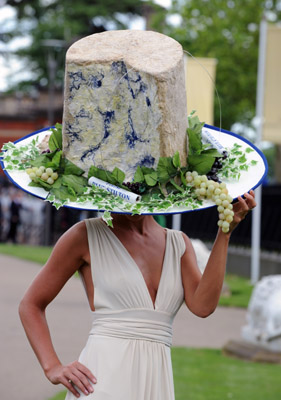 http://secondcitystyle.typepad.com/photos/uncategorized/2008/06/19/stilton_hat.jpg