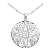 Серебряные украшения, или ювелирные изделия серебряного цвета уверенно...