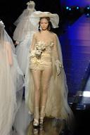 Необычные свадебные наряды от великих кутюрье мира.